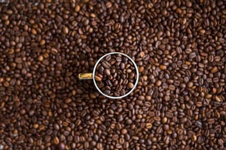 cafe-decafeine-dents-boire-cafe-avec-paille-enlever-taches-cafe-dents-cafe-dents-jaunes